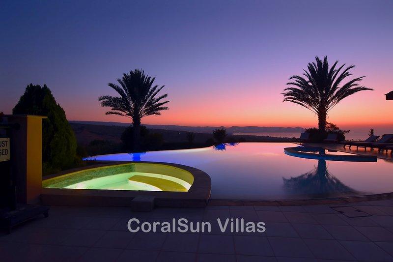 ELITE - 6 Bedrm - Brilliant Villa Sleeps 15, Gym, Billiard, Amazing Pool, holiday rental in Argaka
