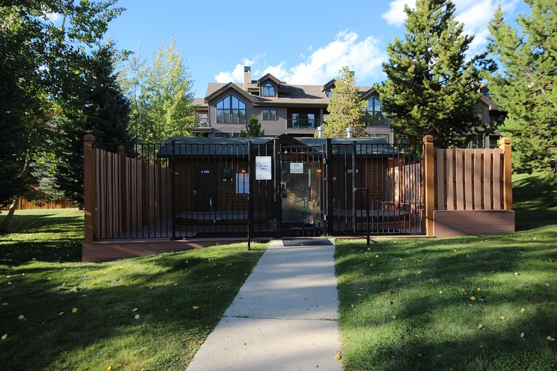 Relax in the hot tubs at Snake River Townhomes.