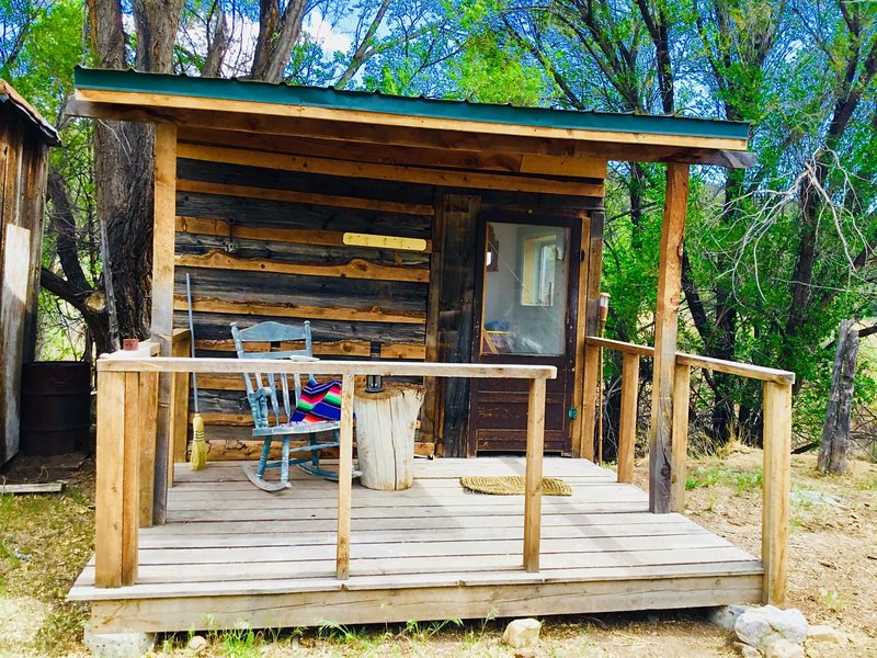 Shepherd's Hut: Glamping Experience, holiday rental in Cerro