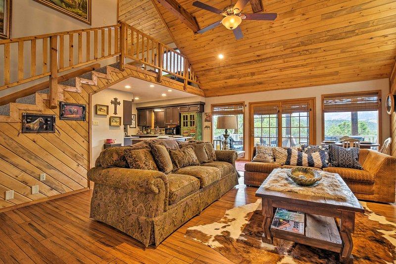 La decoración rústica y los cómodos muebles hacen que esta cabina Alto se sienta como en casa.