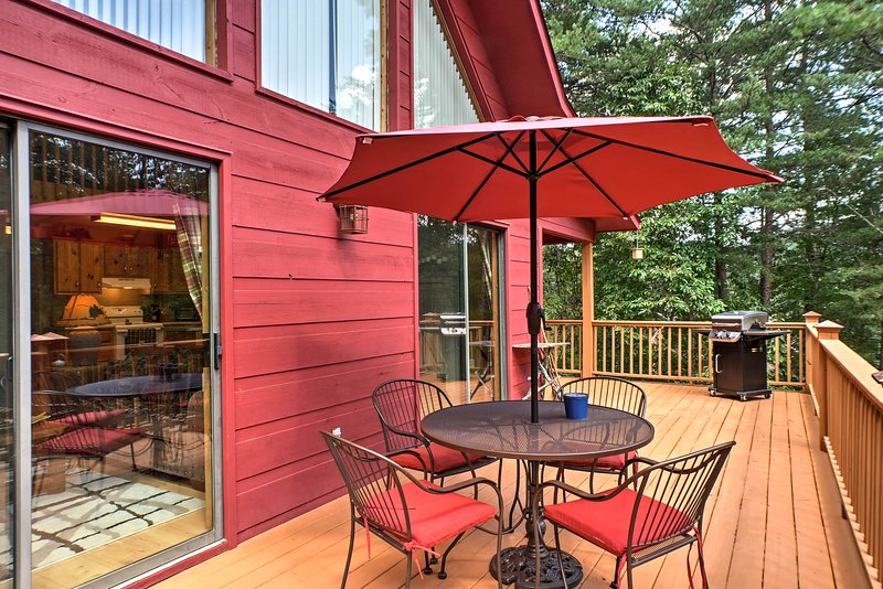 Updated Mountain Cabin Retreat in Murphy w/ Views!, holiday rental in Brasstown