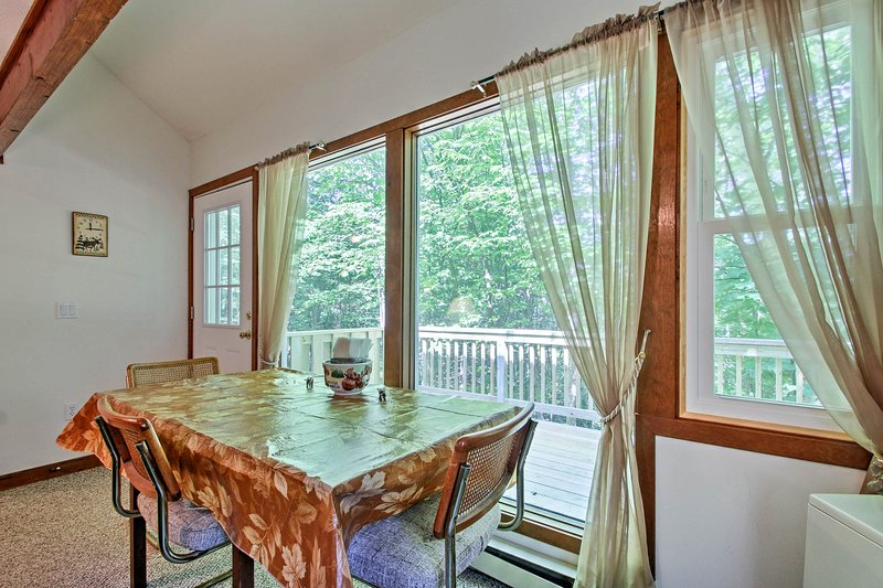 Enjoy your morning coffee at the kitchen table and gaze out at the woods!