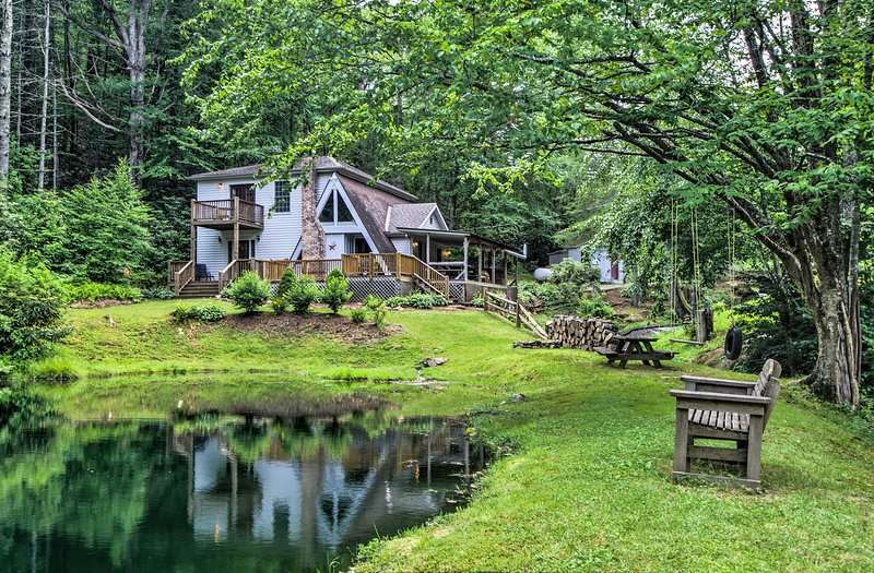 Serene Todd Home w/ Private Pond & Creek!, alquiler vacacional en Todd