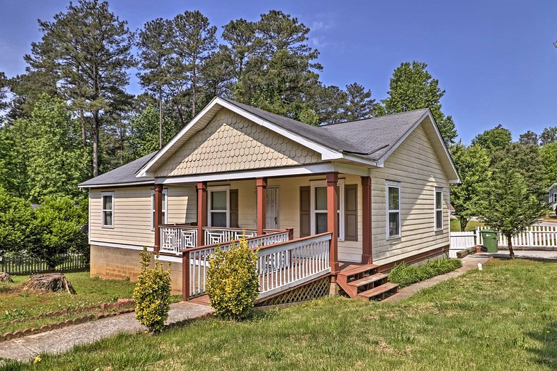 Enjoy all the excitement of Atlanta from this lovely vacation rental townhome.