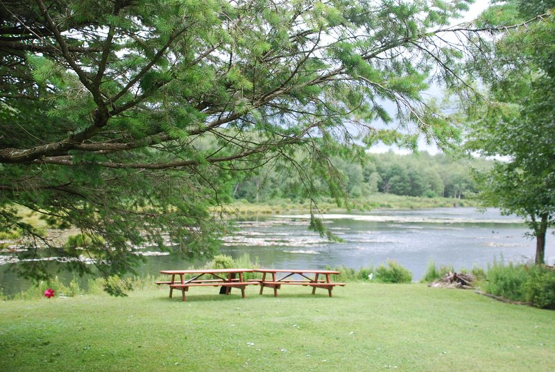NEW!!! Lakefront Poconos Getaway, vacation rental in Tobyhanna