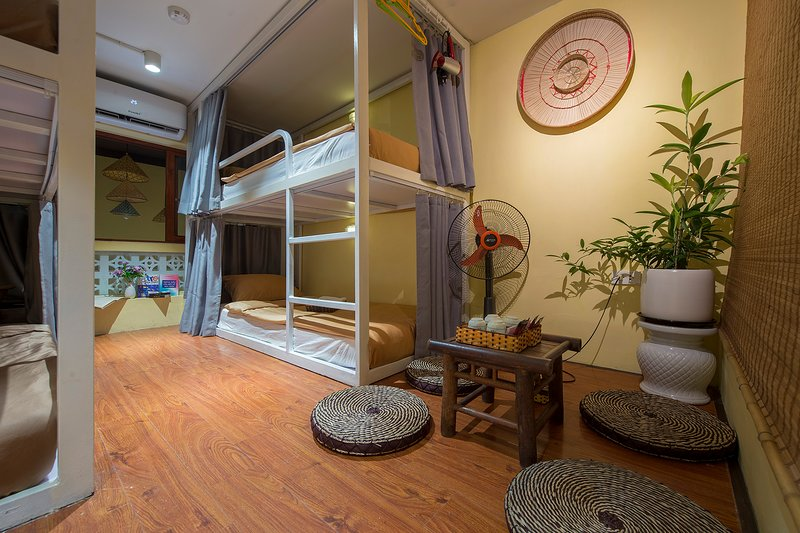 COZY BUNK-BED, BUDGETARY DEAL IN OLD QUARTER