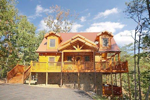 Front Exterior View at Moonbeams & Cabin Dreams