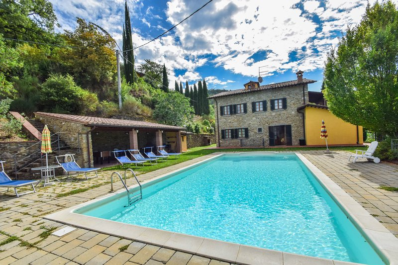 Villa with private pool & panoramic views 13km from Arezzo & 2,5 from village, holiday rental in Arezzo