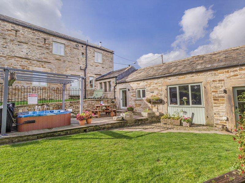 COBBLERS BARN, stone-built, character cottage, woodburner, en-suite, hot tub, holiday rental in Durham
