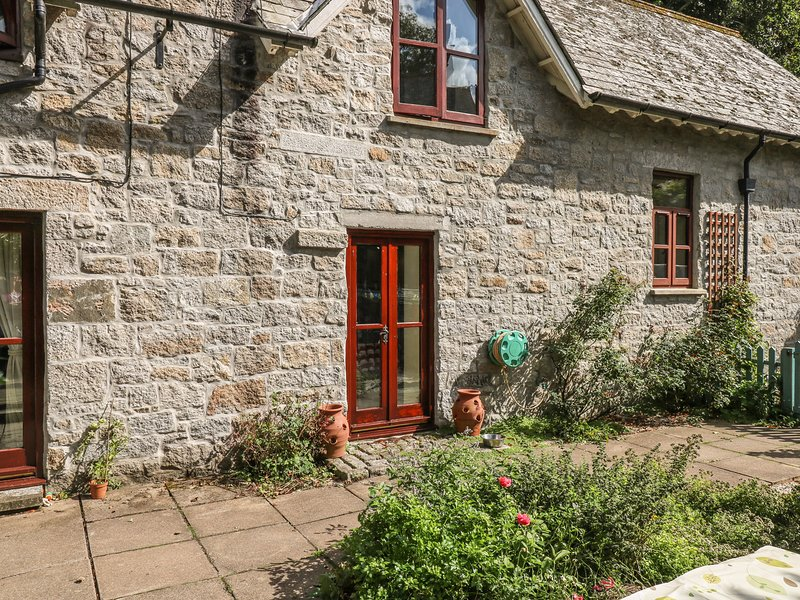 LITTLE TREGADDICK, pet friendly, character, WiFi, near Bilsland, holiday rental in Blisland