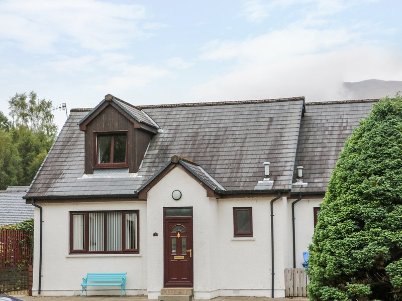 3 ANGUS CRESCENT, close to the coast, in Ballachulish, vacation rental in Glencoe