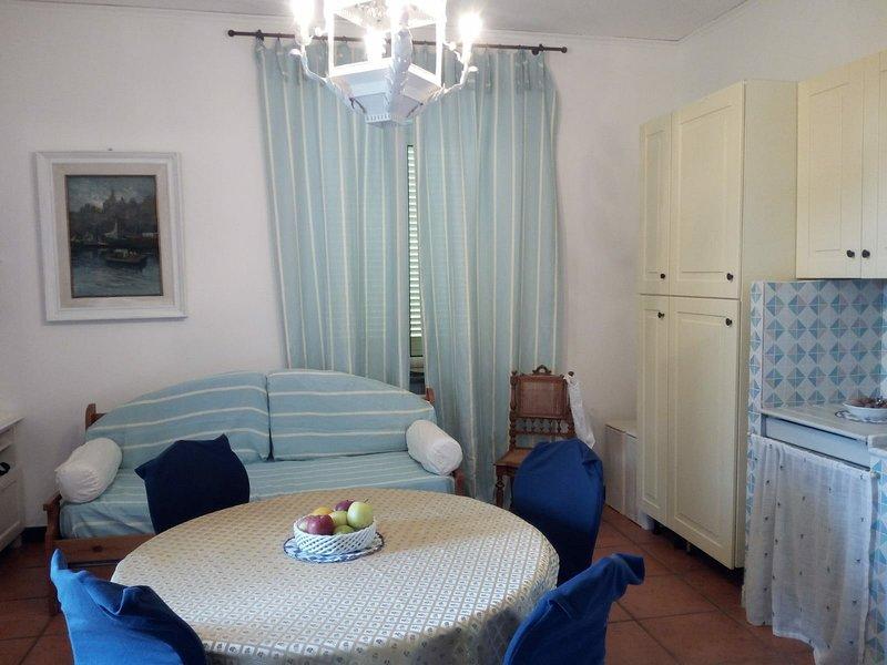 Nice apartment with sea view & Wifi, location de vacances à Torre Del Greco