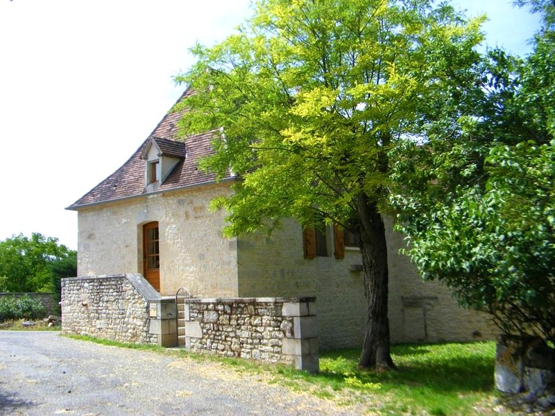 Spacious house with terrace & Wifi, location de vacances à Montfaucon
