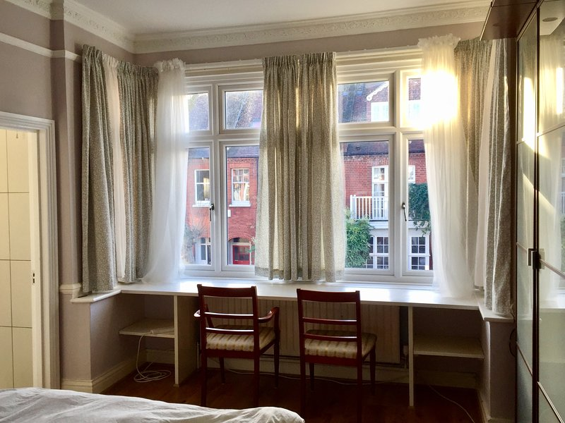 Central London, Zone 2, Chiswick W4, 1bedroom Apartment in Victorian house, Ferienwohnung in Hounslow