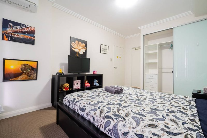 Sydney Olympic Park 3 BR Apartment w Parking, vacation rental in Granville