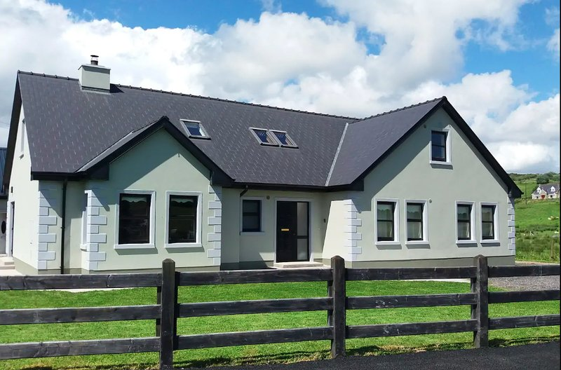 Leghowney House ☆ Modern 3 bedroom House | Countryside ...
