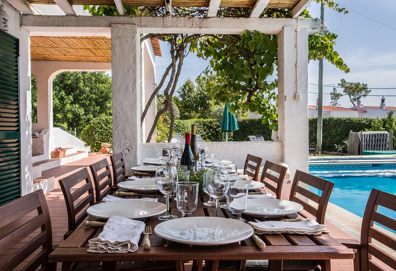 Casa do Alto - villa sleeping 10 with sea views, private pool, town location, holiday rental in Carvoeiro