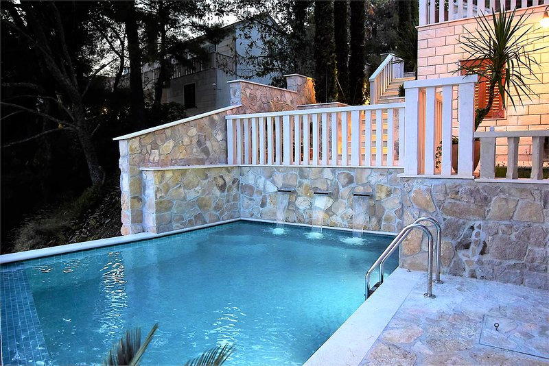 Villa Jewel – Stunning beach front luxury villa in Selca, Brac, alquiler vacacional en Selca