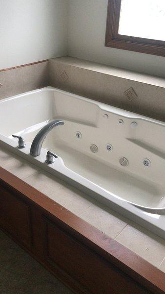 Jacuzzi en baño principal !!