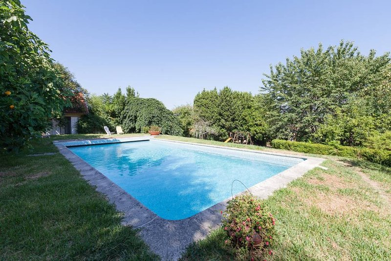 Amazing house with shared pool, aluguéis de temporada em Castelo de Paiva