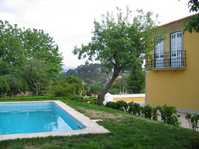 Amazing apartment with shared pool, aluguéis de temporada em Castelo de Paiva