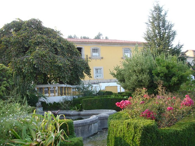 Amazing apartment with shared pool, location de vacances à Castelo de Paiva
