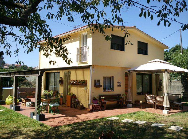 LA CASA DE BORREIROS - Entorno Rural Rio Groba - Cerca de playa Ladeira - BAIONA, holiday rental in Viladesuso