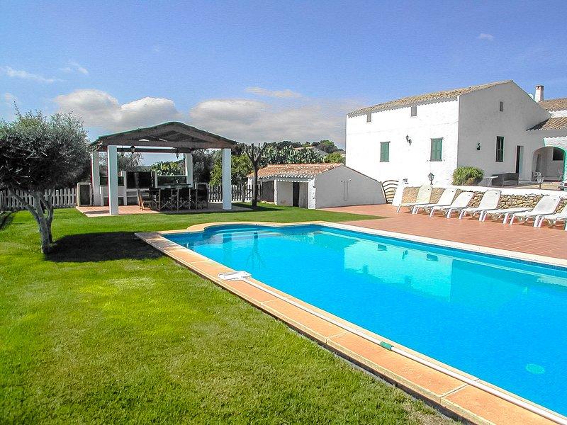 Catalunya Casas: Fantastic Villa Bini for 8 guests, just 7km to the beach!, location de vacances à Es Grau