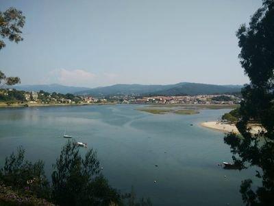 Vista desde Montelourido, muy cerca de la casa, al fondo Ramallosa/Sabarís, Desembocadura río Miñor.