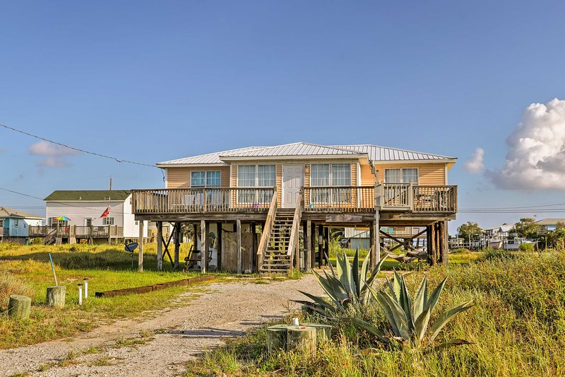 Lovely Dauphin Island Cottage w/ Deck & Gulf Views, alquiler de vacaciones en Fort Morgan