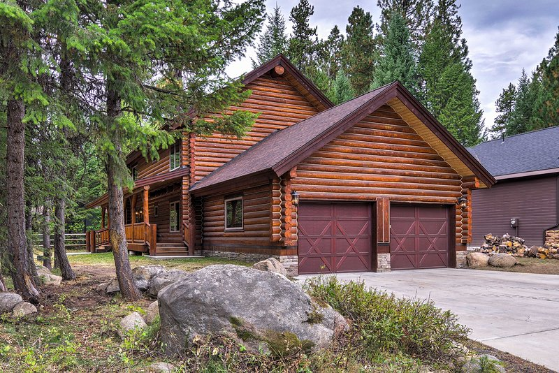 Exquisite McCall Log Cabin - Walk to Payette Lake!, holiday rental in McCall