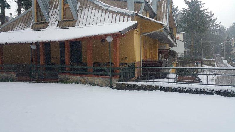 Casa Vacanze Camigliatello Silano (Estate e Inverno), vacation rental in Lorica