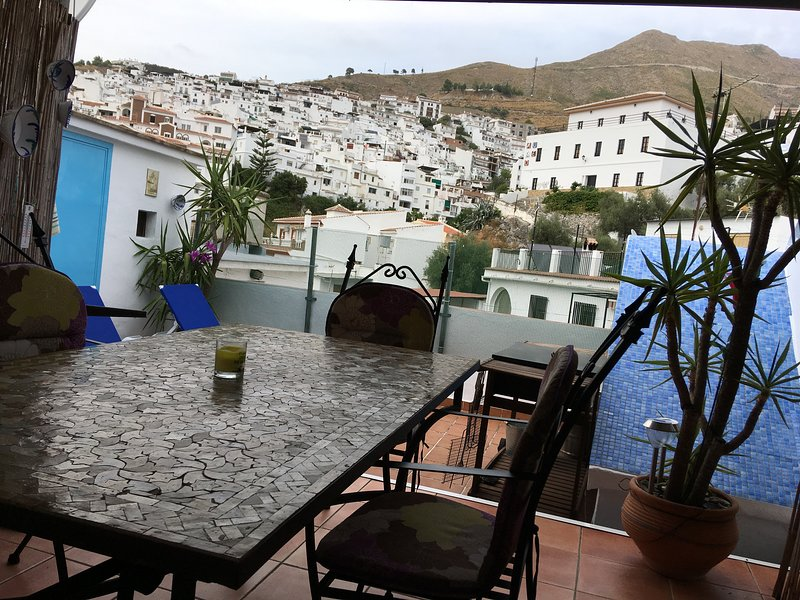 Traditional townhouse on three levels- Roof Garden-Views of Mountains-Parking, holiday rental in Competa