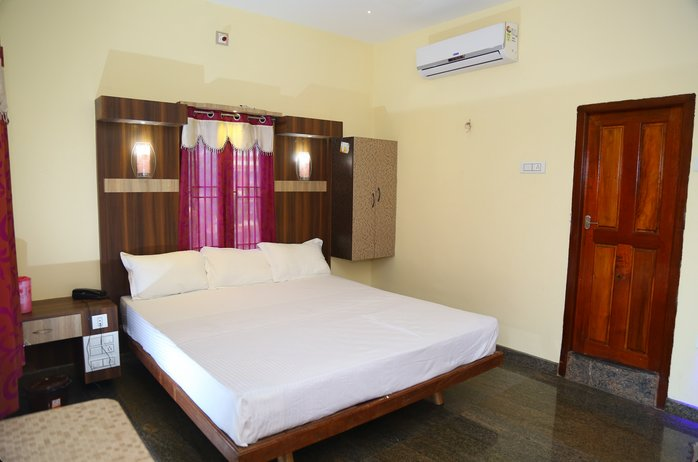 Vairavel Residency (Double Bedroom 8), holiday rental in Thoothukudi District