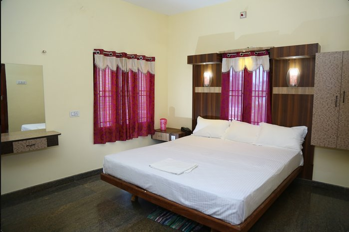 Vairavel Residency (Triple Bedroom 3), holiday rental in Thoothukudi District