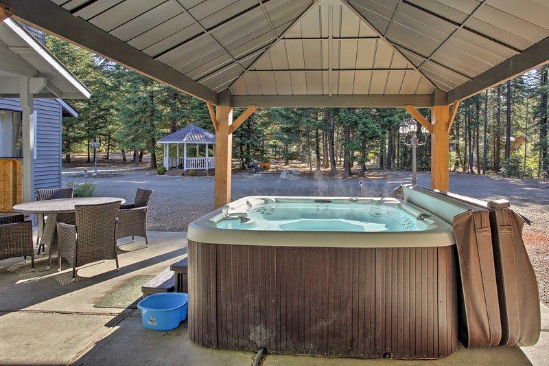 Esta casa de 6 dormitorios y 2.5 baños con capacidad para 24 personas cuenta con una bañera de hidromasaje privada y más.