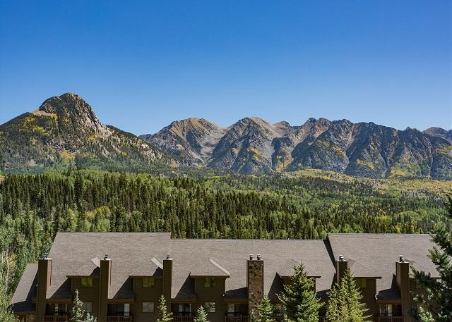 Awesome Views - Heated Pool - Free Ski Shuttle, holiday rental in Durango