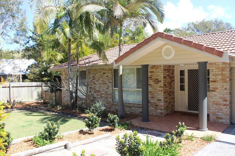 FRANGIPANI BEACH HOUSE - PET FRIENDLY - Weekly Only  - BYO LINEN, location de vacances à Pacific Palms