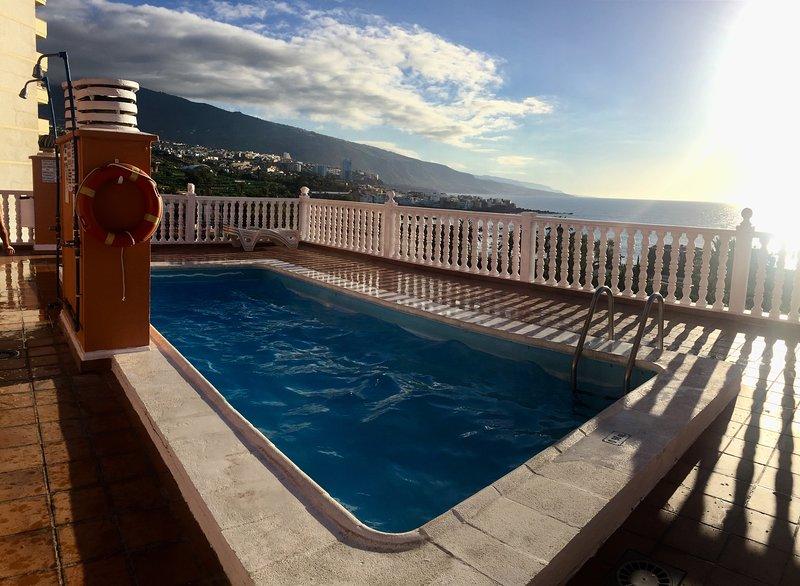 Roof top swimming pool facing the ocean