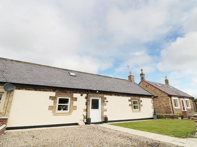 3 BED BUNGALOW, farm worker's cottage with woodburner, near Widdrington, vacation rental in Cresswell