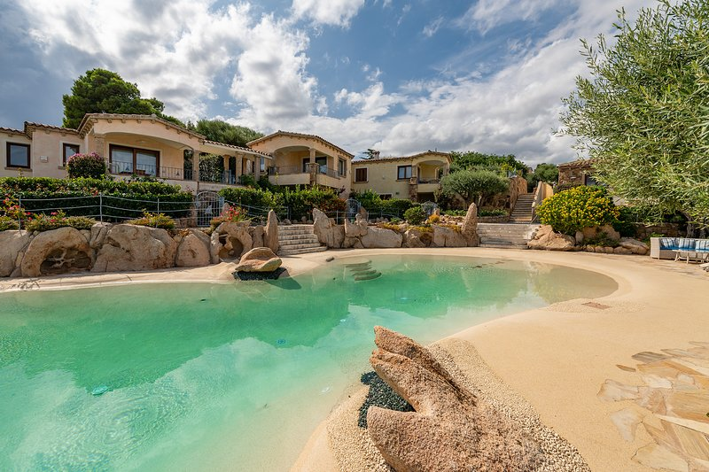 PITTULONGU, VILLA PISCINAMARE 3, holiday rental in Olbia