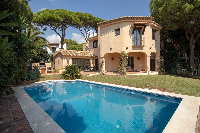 1823 - 4 bed villa, Cabopino, Marbella, vacation rental in Artola