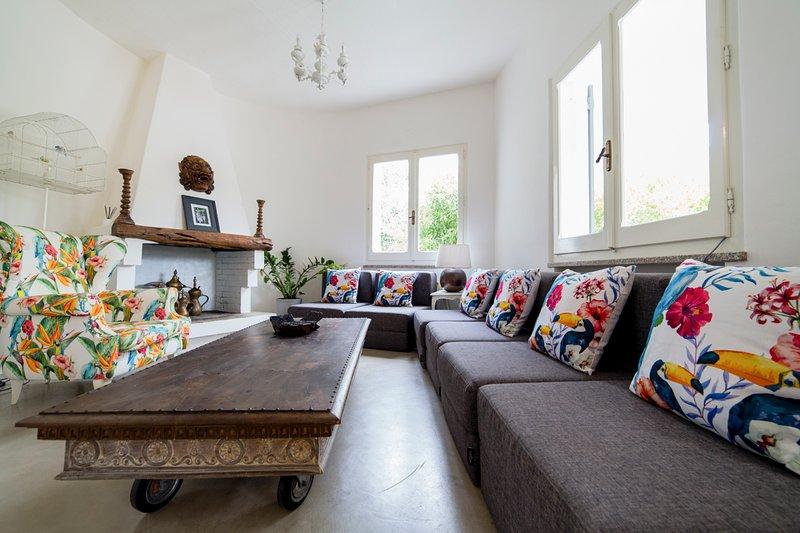 Porto Columbu-Perd'E Sali Villa Sleeps 10 with Pool and Air Con - 5677889, location de vacances à Sarroch