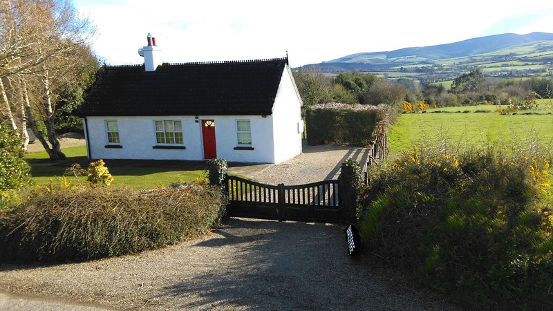' INNISFREE COTTAGE, WOODENBRIDGE ', location de vacances à Brittas Bay