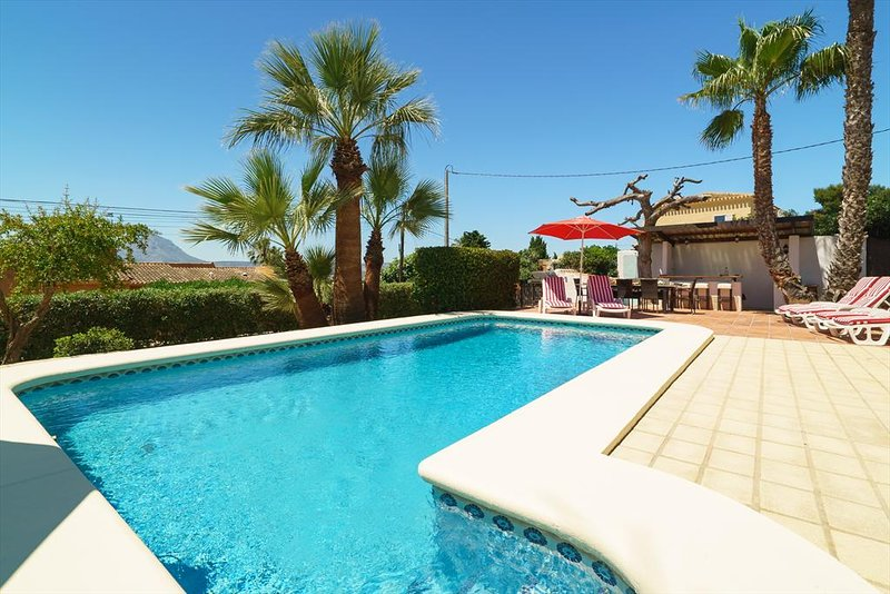 Javea Villa Sleeps 12 with Pool Air Con and WiFi - 5395028, vacation rental in El Tosalet