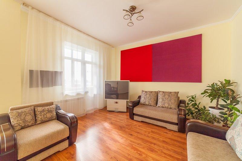 Sunny Spacious apartment in central Astana, alquiler vacacional en Akmola Province