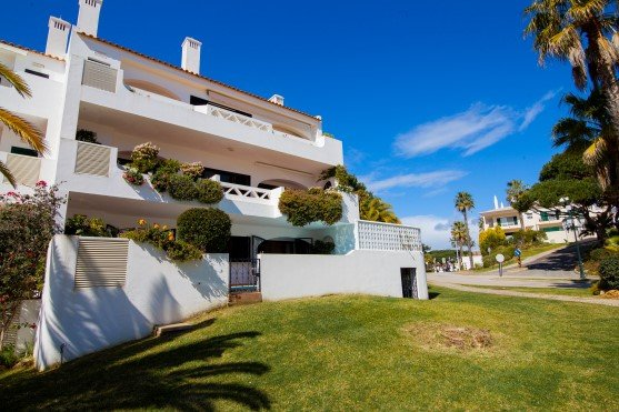 Vale do Lobo Apartment Sleeps 4 with Pool Air Con and WiFi - 5480133, holiday rental in Almancil