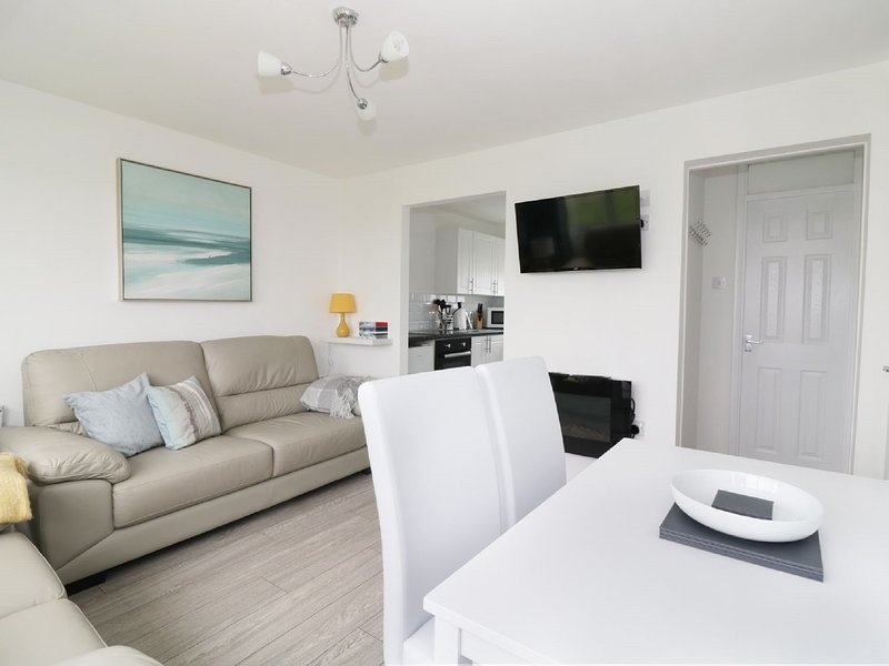 5* Light & Airy Chalet 5 min walk to beach and covenient to explore the Broads, holiday rental in Ormesby St. Margaret