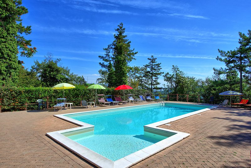 Scheggia Villa Sleeps 20 with Pool and WiFi - 5241646, vacation rental in Chiaveretto