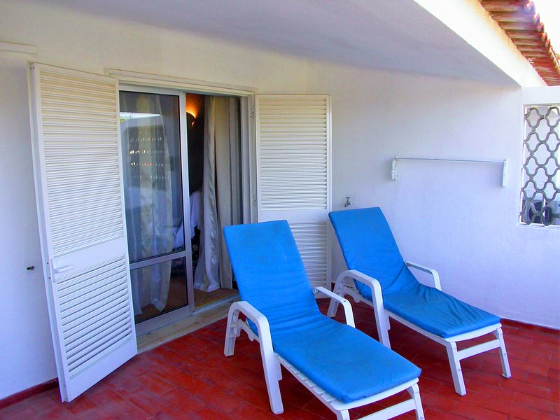 Vale do Lobo Apartment Sleeps 4 with Air Con and WiFi - 5480211, holiday rental in Almancil